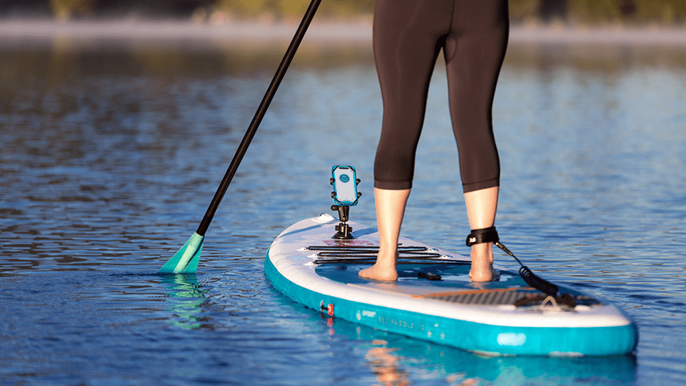 4 Must-Have Stand Up Paddleboard Apps and How to Secure Your Phone on the Water